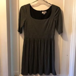 Dark gray crinkle cotton dress with semi sleeves